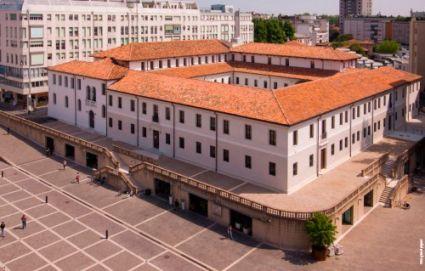 Biblioteca Civica di Pordenone, Piazza XX Settembre