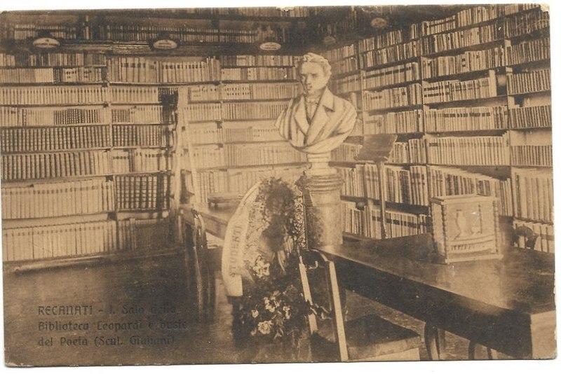La sala della Biblioteca con il busto del Poeta (scultore Giuliani) Recanati. Progetto Wiki Loves Earth Wikimedia Commons